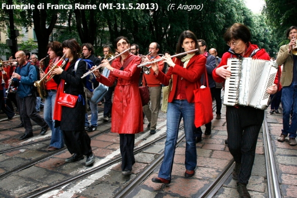 034-funerale-di-franca-rame