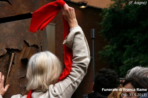 035-funerale-di-franca-rame